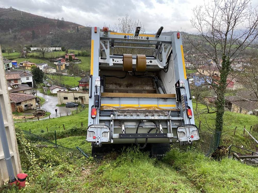 accidente-camion-recogida-cangas-onis-03
