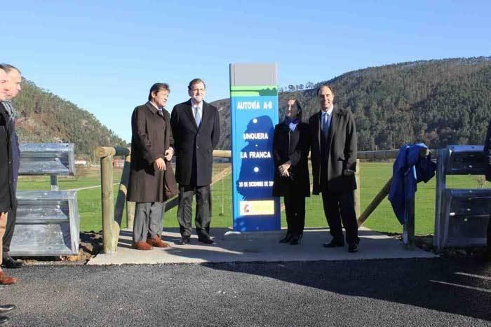 Rajoy con la ministra de Fomento y los presidentes de Asturias y Cantabria.