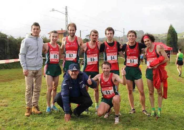 El COA festejó su victoria y el título en Perlora. FOTO Deporte Astur.