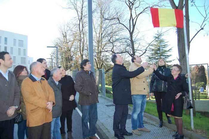 El alcalde de Siero presidió el descubrimiento de la placa en Lugones.