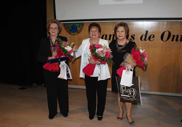 Emotivo homenaje a tres Mujeres Canguesas