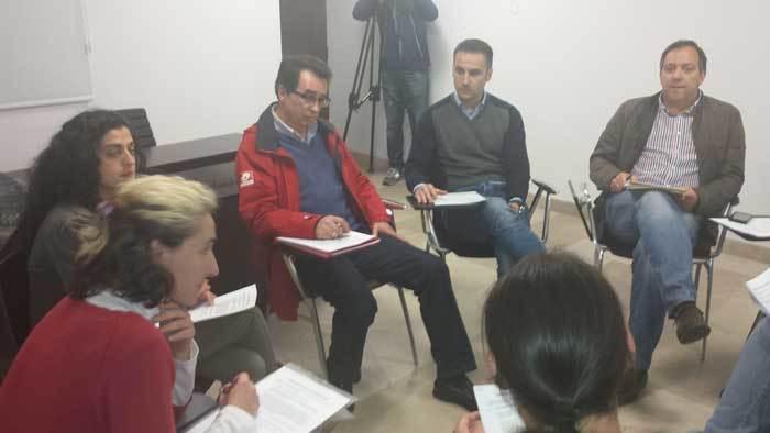 Principio de acuerdo entre el PSOE y Somos para la investidura de Alejandro Vega en Villaviciosa