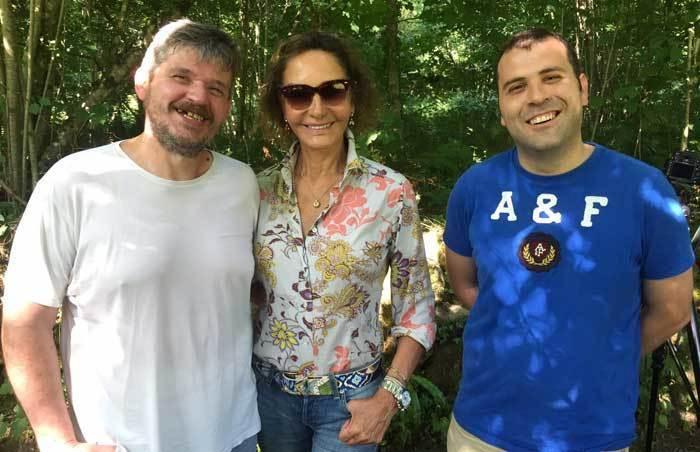 Nati Abascal visita la huerta del alcalde de Cangas de Onís en El Bosque