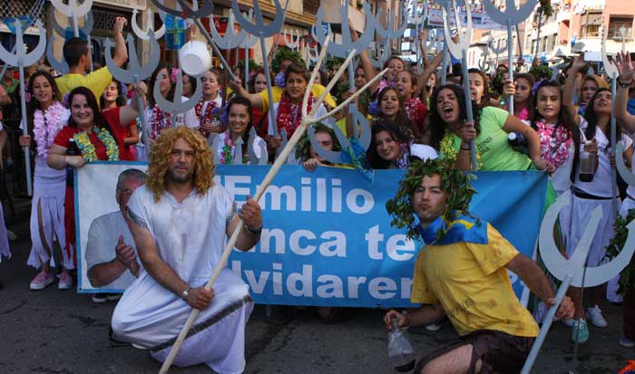 FOTOS del desfile y la folixa en Arriondas antes de la salida del Sella