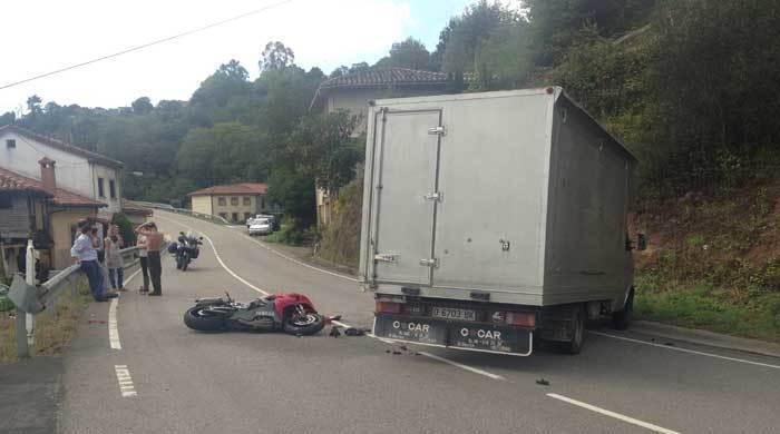 Vehículos accidentados en Cabranes.