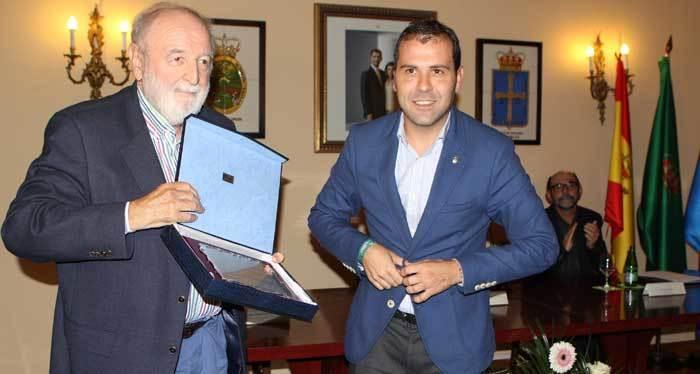 Diego Carcedo pregonó el Certamen de los Quesos de Picos de Europa