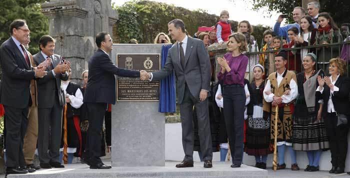 Una placa para recordar la visita de los Reyes.