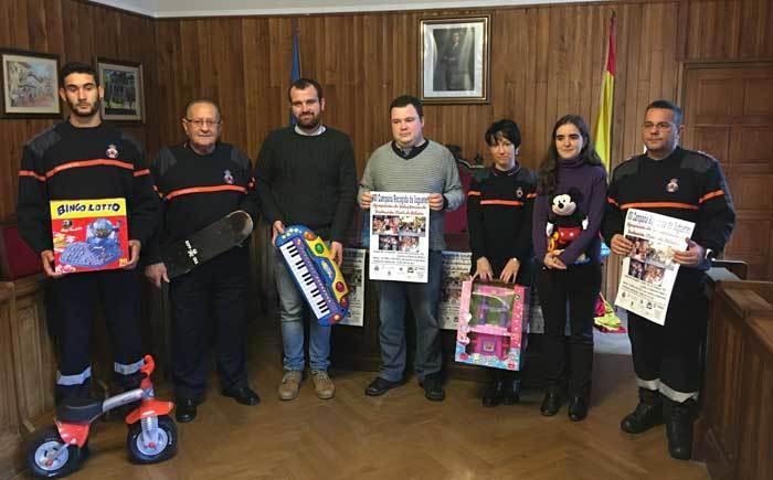 Los Voluntarios de Protección Civil de Piloña no quieren que ningún niño se quede sin regalos esta Navidad
