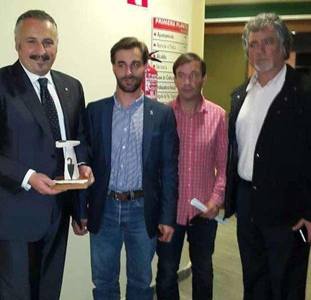 Alain con el premio en Cabranes.