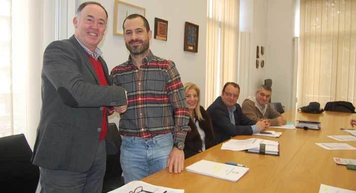 Acuerdo presupuestario de PSOE y Foro en Siero, que necesitan un voto más para sacar adelante las cuentas de 2016