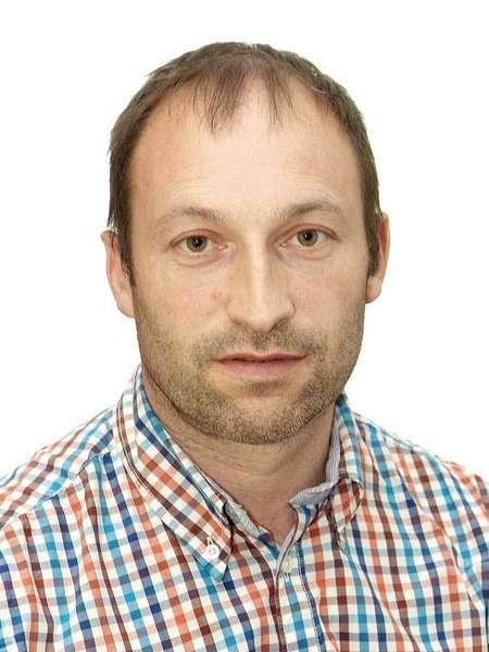 El edil del PP de Villaviciosa, Andrés Buznego renuncia al acta de concejal