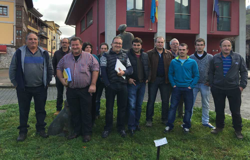 Los ganaderos de la Cornisa Cantábrica se unen para solicitar el amparo al Parlamento Europeo