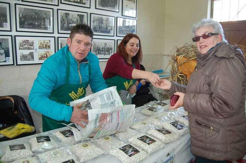 750 kilos de fabes se vendieron en la Feria de Vegargüelles