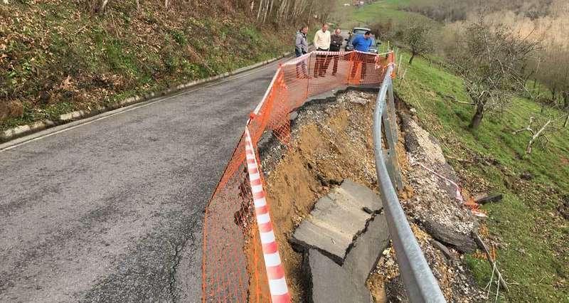 El lunes comenzarán las obras para reparar el argayo en la carretera de Llerandi