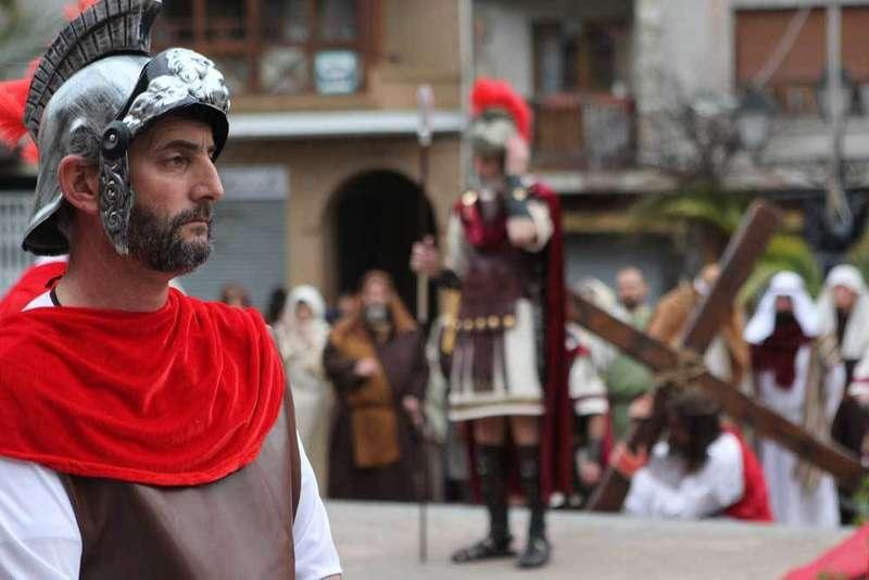 Miles de personas en el Vía Crucis Viviente de Infiesto
