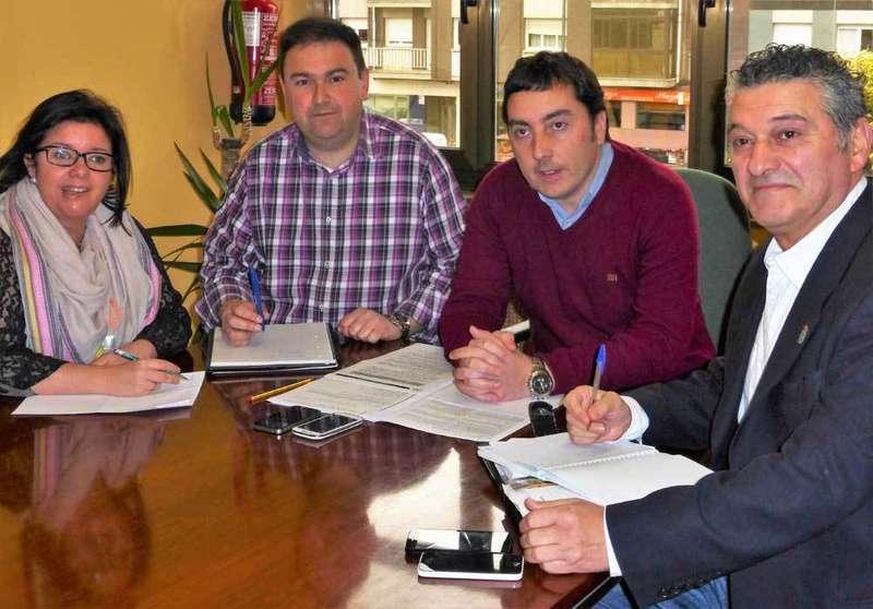 La reunión se desarrolló en el Ayuntamiento de Llanera.