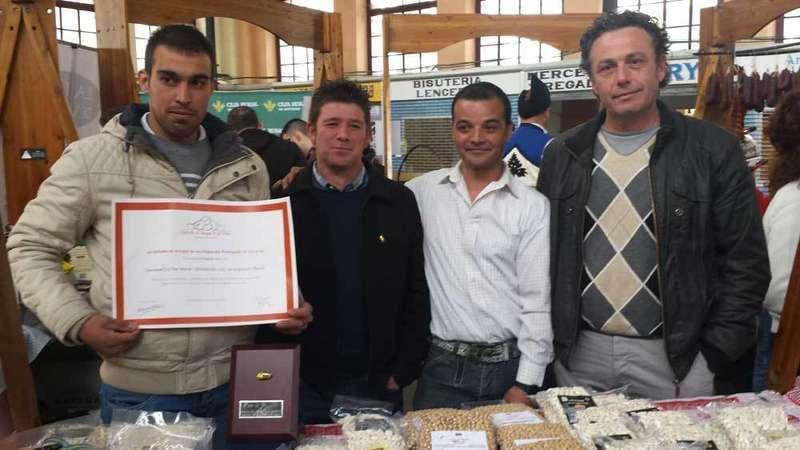 La Faba de Oro en el puesto de Fabes de Argüelles en Villaviciosa.