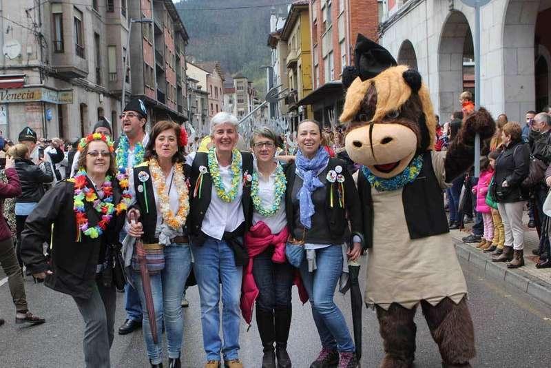FOTOS del desfile en Infiesto del Descenso del Río Piloña