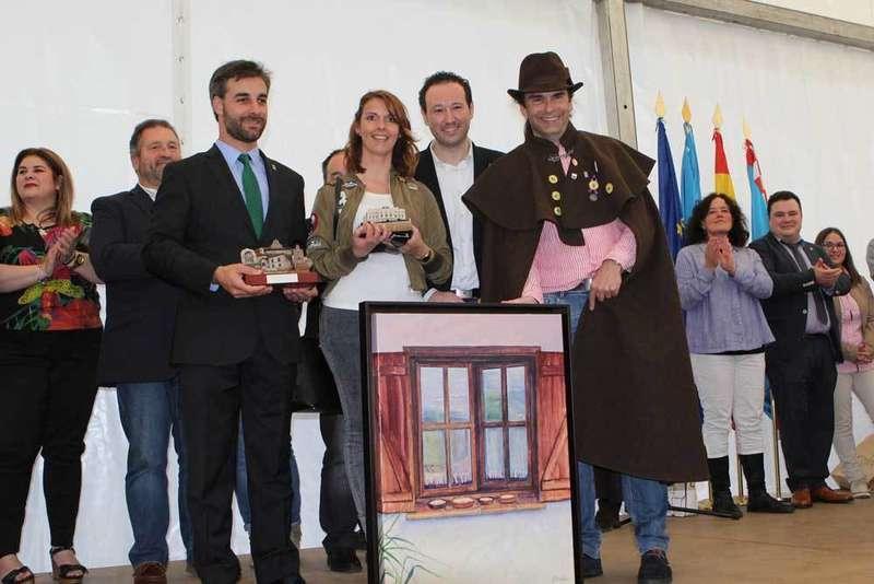 Aroa Corte recogió el primer premio del Festival.