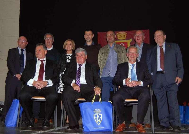 Homenajeados, autoridades y miembros del colectivo de Veteranos.