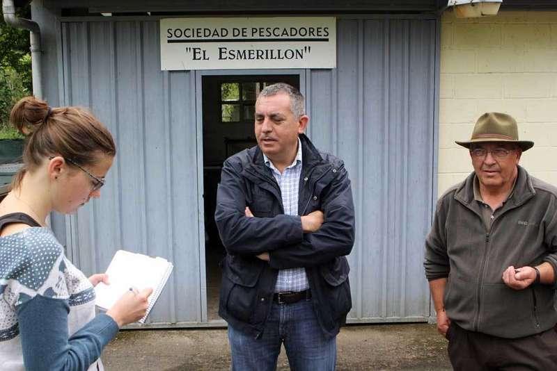 Manuel Calvo y Antón Caldevilla respondiendo a la prensa.