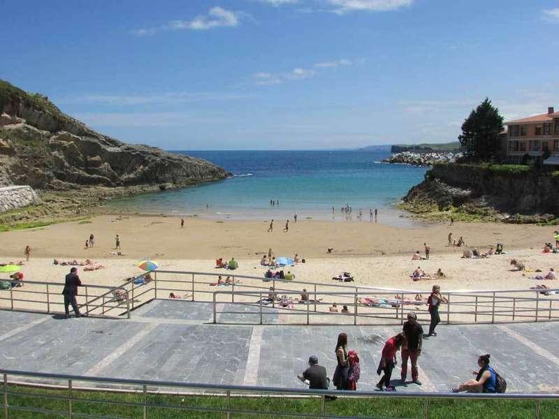 Playa de El Sablón, Llanes, hoy sábado.