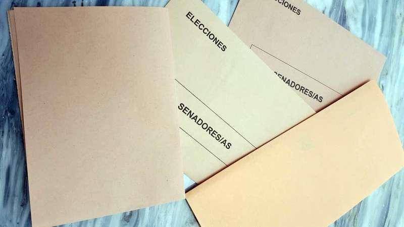 Diferentes tonalidades de los sobres para votar al Senado.