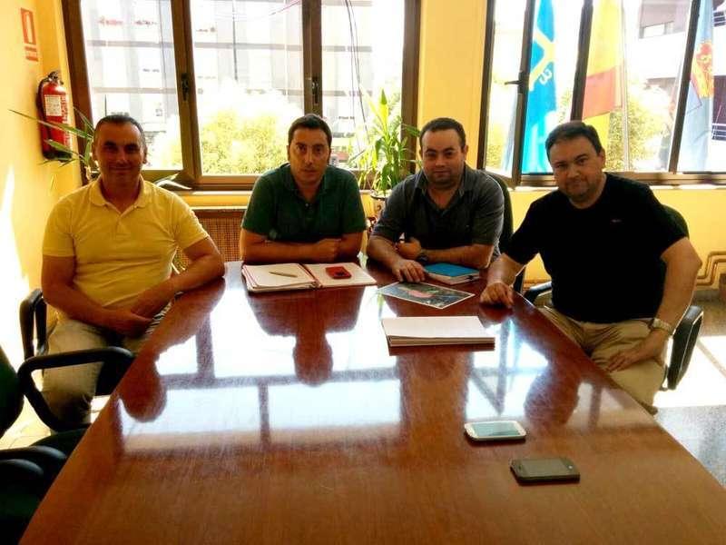 Reunión en el Ayuntamiento de Llanera.