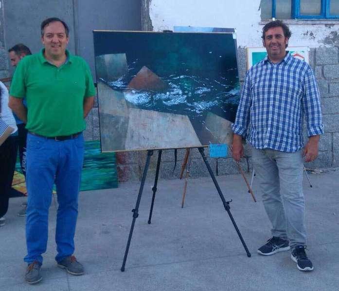Alejandro Vega y Gonzalo Prieto con el cuadro ganador.
