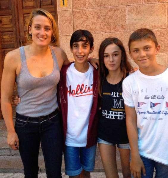 Mireia Belmonte vino a Arriondas con Javier Hernanz