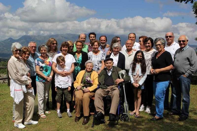 Foto de familia de todos los asistentes.