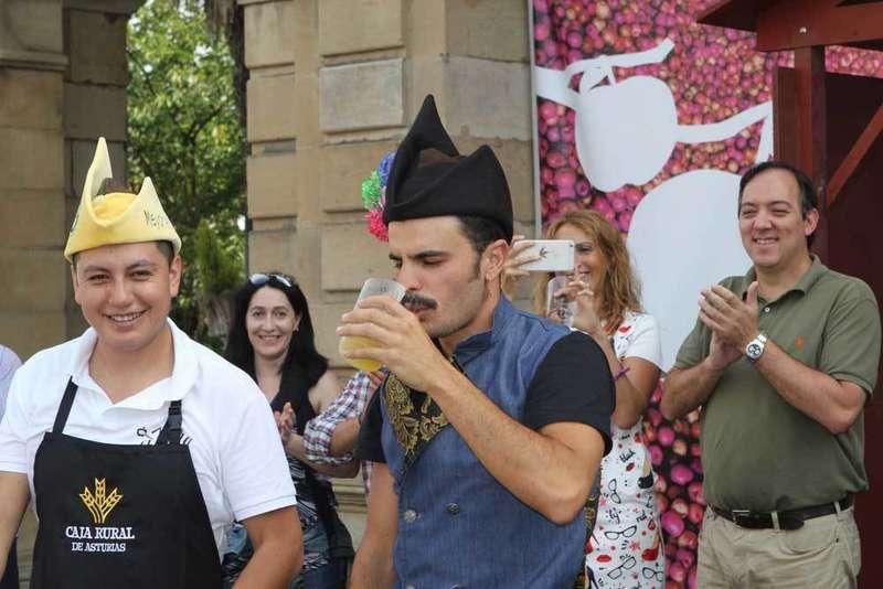 La sidra y Rodrigo Cuevas atraen una multitud a Villaviciosa