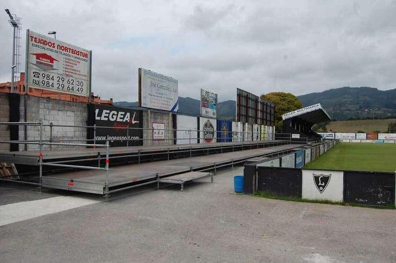Gradas supletorias en el municipal de Villaviciosa.