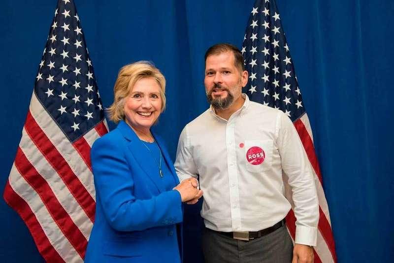 Hillary Clinton y Antonio M. Espina.