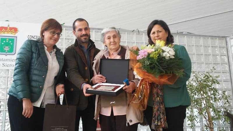 Más de 1.500 mayores toman La Pola