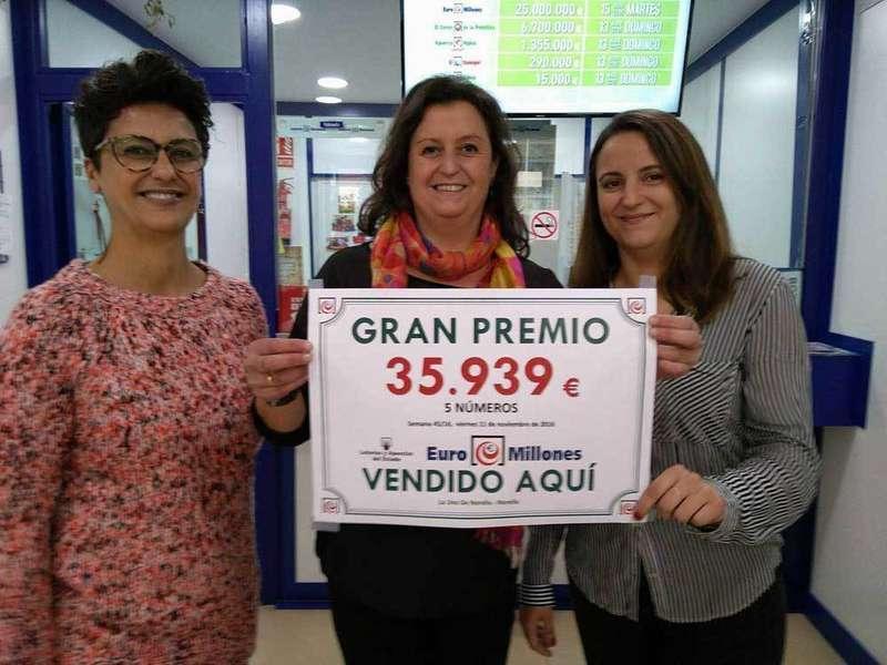 Las hermanas Díaz Villa en la administración de Noreña.