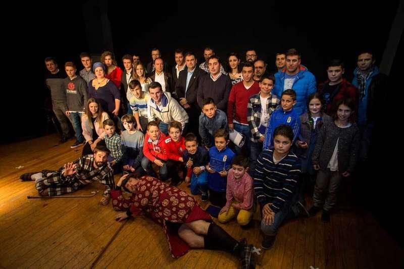 Foto de familia de los mejores deportistas de Llanera.