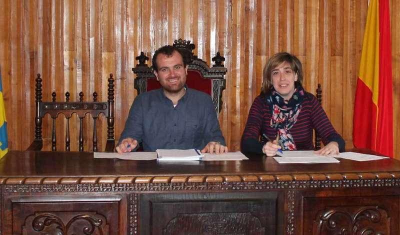Iván Allende y Patricia Ferrero presentaron los presupuestos de Piloña.