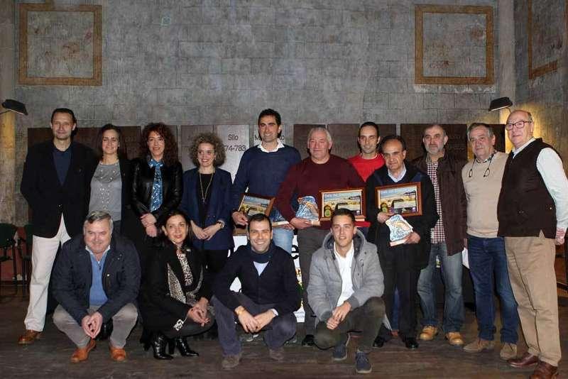 Autoridades y galardonados en Cangas de Onís.
