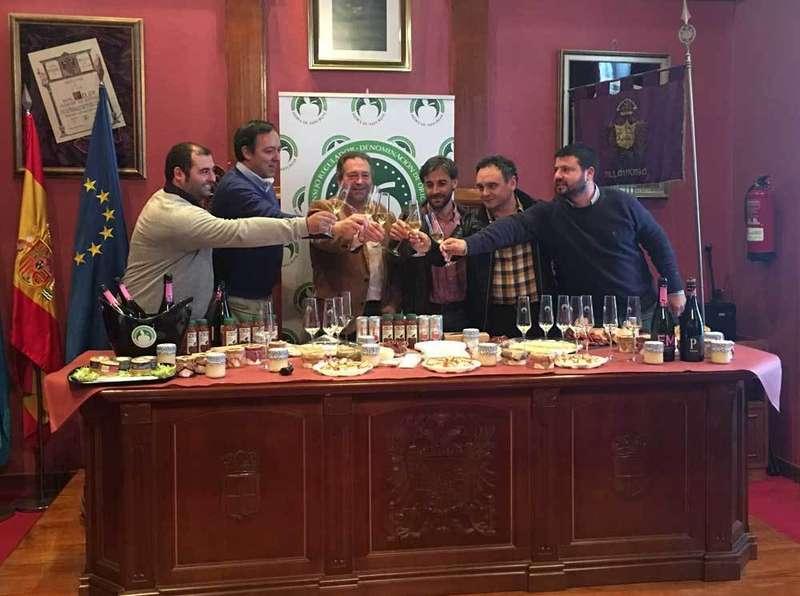 Brindis de los alcaldes de la Comarca de la Sidra.