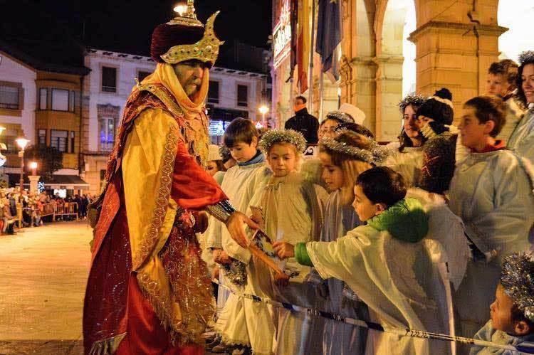 Espectacular Cabalgata y recibimiento a los Reyes Magos en Villaviciosa