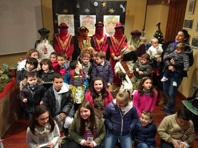 Recepción de los Reyes Magos en el Ateneo de Sames.