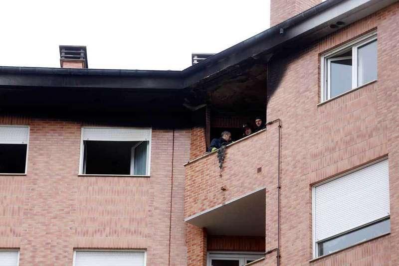 Incendio en un sexto piso en Pola de Siero