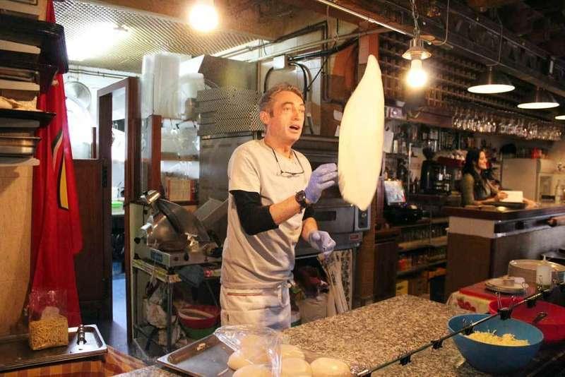 Cocina tradicional en la Pizzería Italia de Soto de Llanera