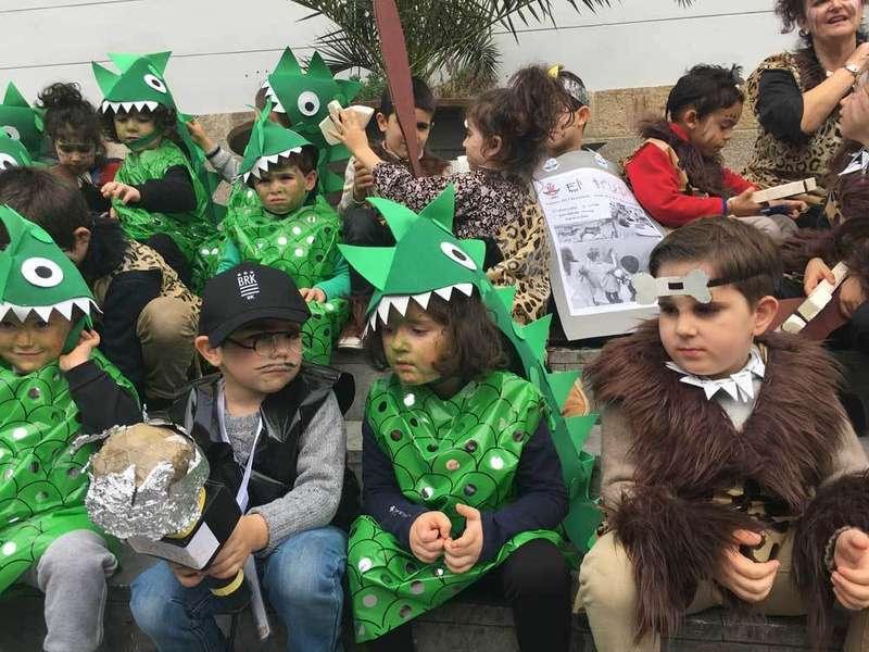 El Carnaval de los alumnos de Infantil inauguró el Antroxu de Arriondas
