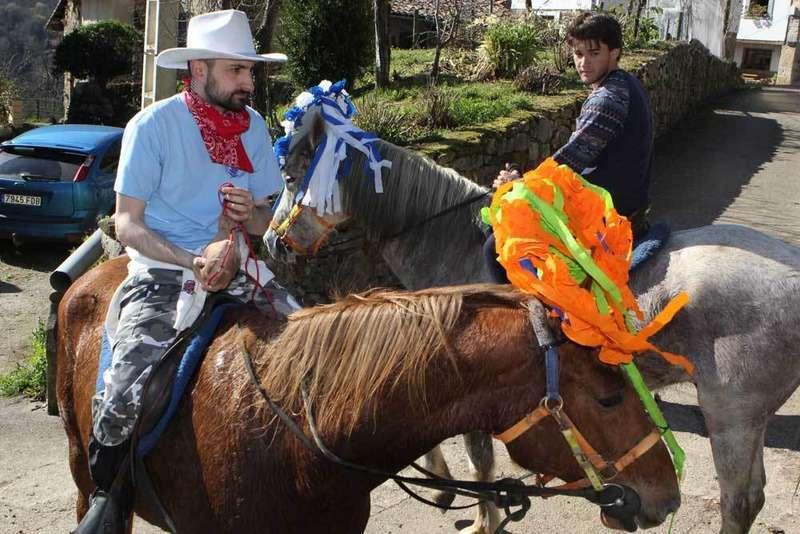 aguinalderos-a-caballo-en-ponga