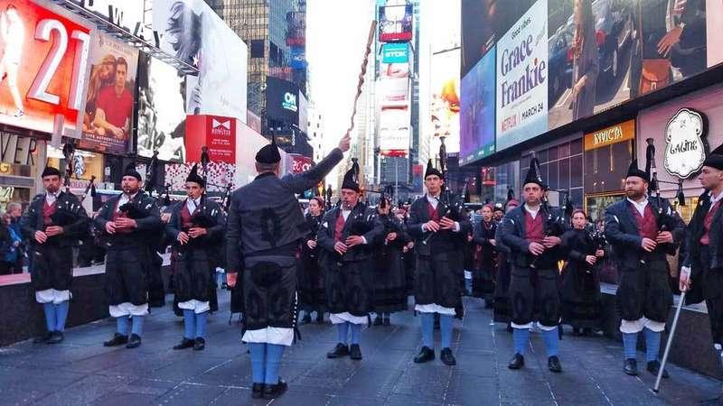 La Banda de Gaites Llacín de Porrúa desfiló en Nueva York