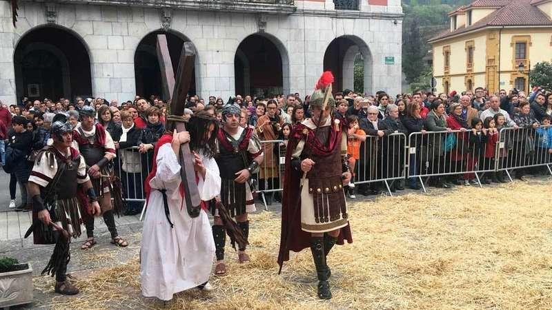 VÍDEO del Vía Crucis Viviente de Infiesto