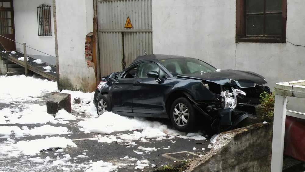 FOTOS del accidente y los vertidos de combustible en Niserias
