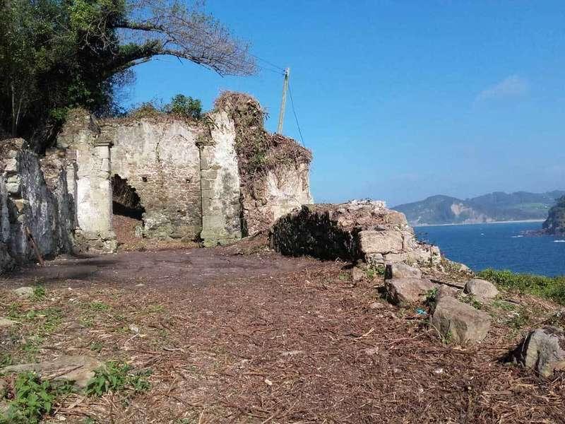 Villaviciosa recupera las ruinas de la iglesia de San Roque, en Tazones